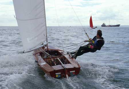 Jollyboat with twin wire and fully battened main